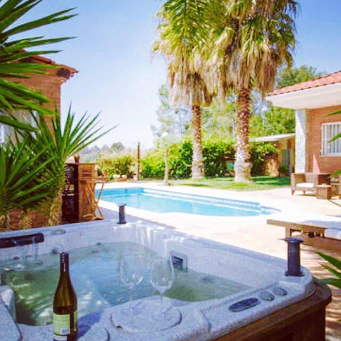 Suite chalet yacuzy piscina privada chalets en alquiler for Alquiler chalet con piscina privada tarragona