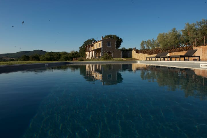 Southern Tuscan Luxury Villa with private pool
