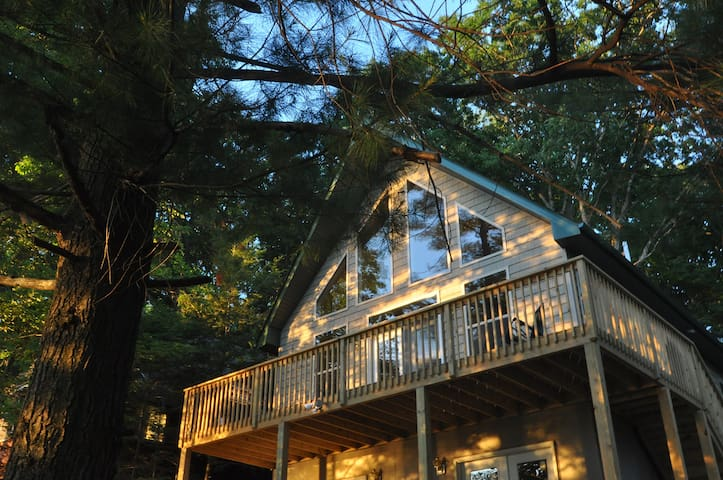 Beautiful New Lakefront Chalet, Great Sunsets! - Tafton - Casa