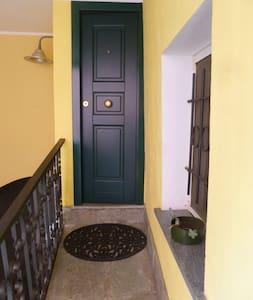 Camera con salotto e bagno  - Savona  - House