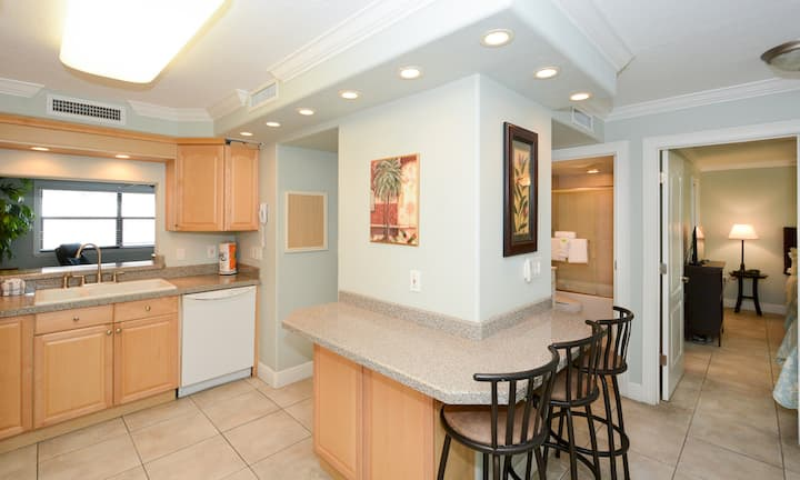 Condo 108 Experience Paradise in this 2BRs 2Bath condo Right on the No 1 beach in the USA At Sea Shell Beach Front Property