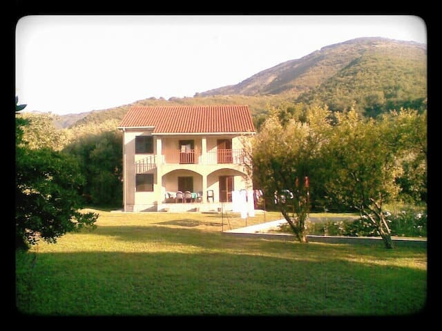 Cozy house near the beach - Bijela, Herceg Novi - Huis