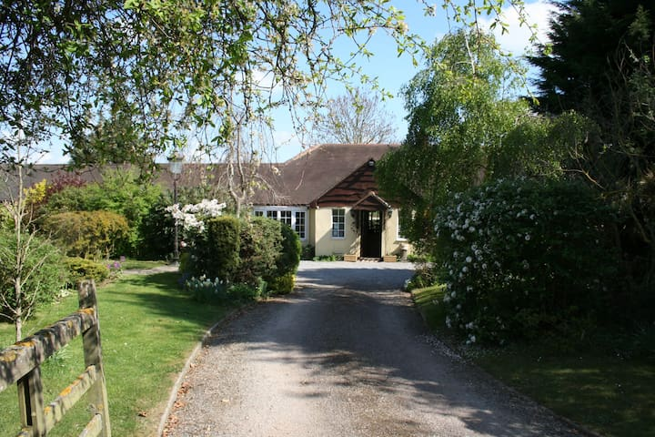 Cotswold Country Gfloor a twn/dble private bath/sh - Chipping Campden