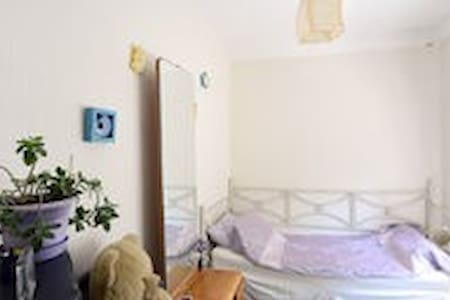 Cozy room in a homey apartment . - Kiova