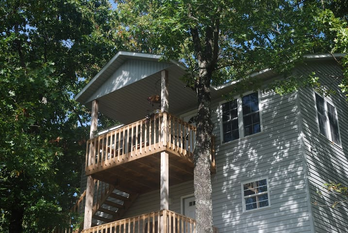 Turtlecove Treehouse - Lakefront studio apartment - Jay - Treehouse