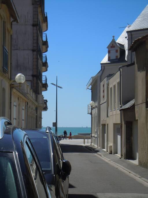 Rue de la Plage, au croisement de la rue du Bastion