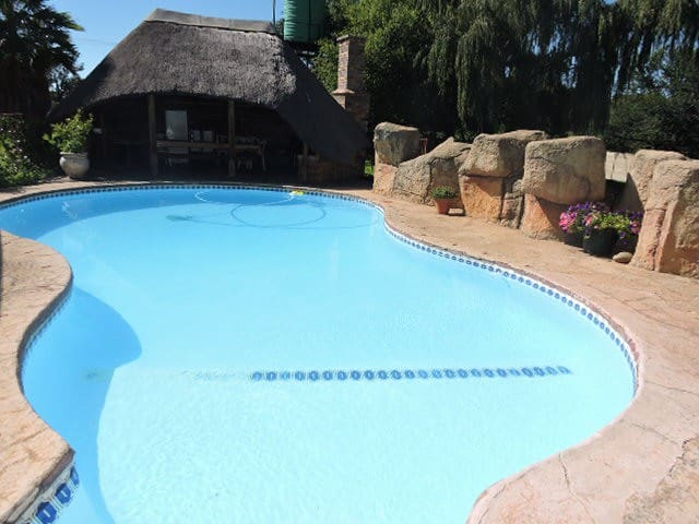 Parys, Family accommodation for 4 with Pool & Lapa