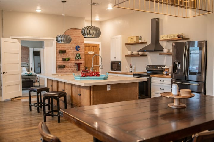 OCF Bed and Brew/ The Firehouse Suite 2 Bed 2 Bath