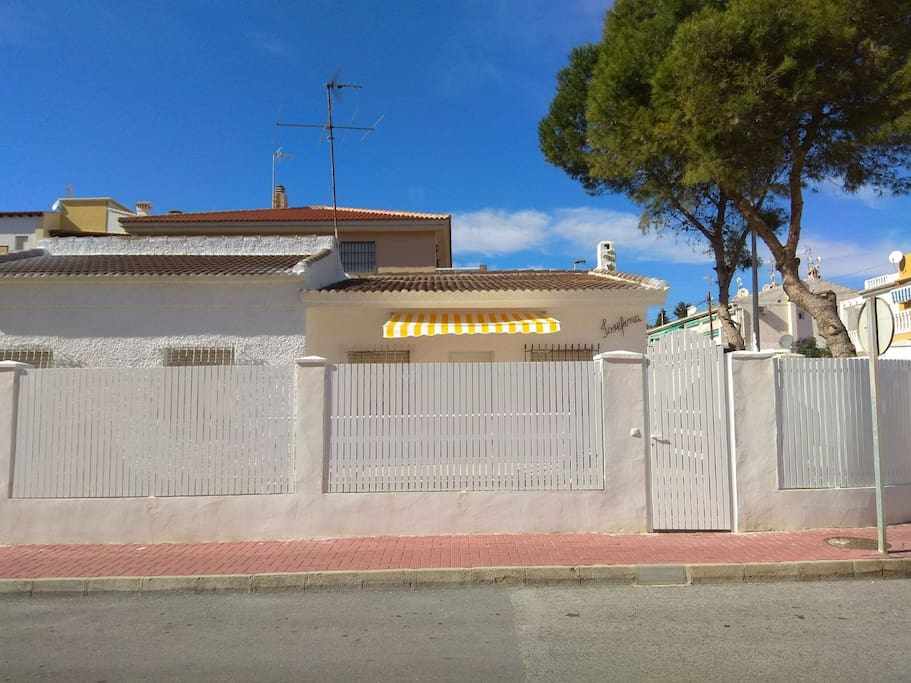 House from outside Casa desde fuera