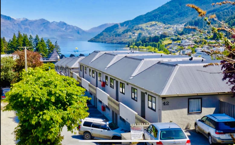 Central Queenstown Self Isolation with courtyard