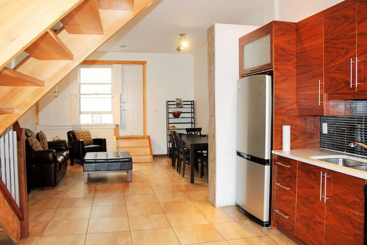 "Glube's Loft townhouse ""18-1"", 2 bed over 3 levels"