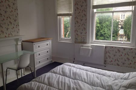 Sweet double room - Old Town - Swindon - House