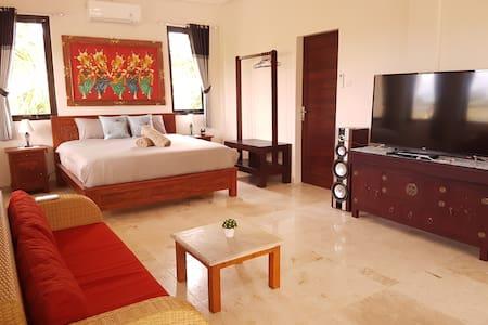 Medewi Manor: Ocean View Apartment