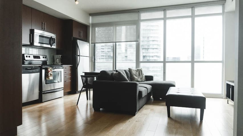 Downtown Luxury Condo by Scotiabank Arena