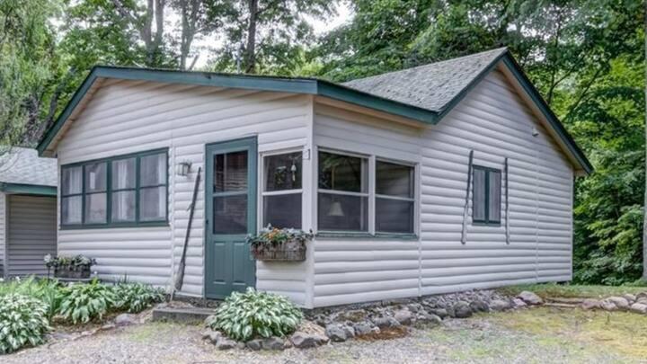 Hemlock Hideaway Cozy/Romantic Lake Cabin