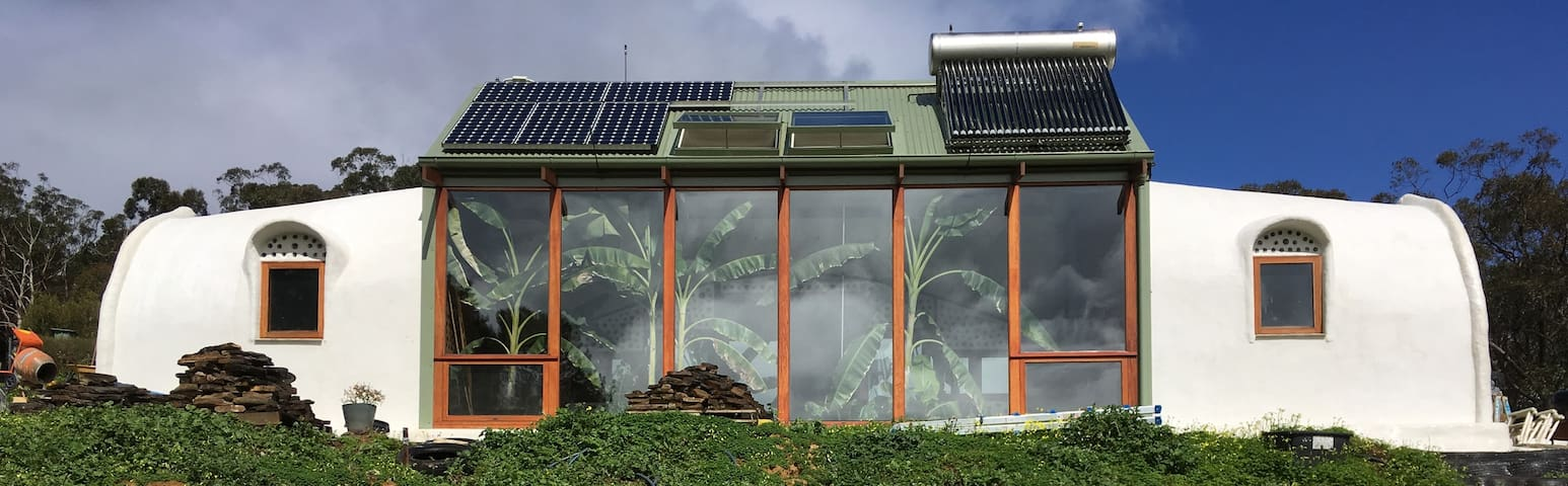 Earthship Ironbank BnB - Ironbank - Bed & Breakfast