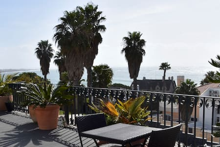 Ocean view apartment in the centre of Cascais