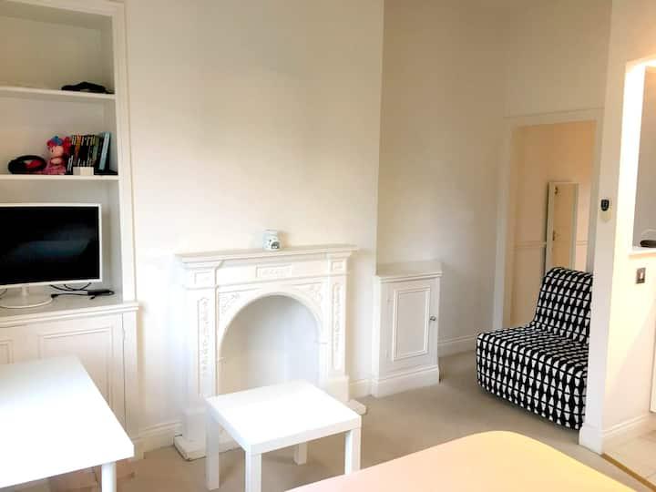 *Bright studio apartment in West London*