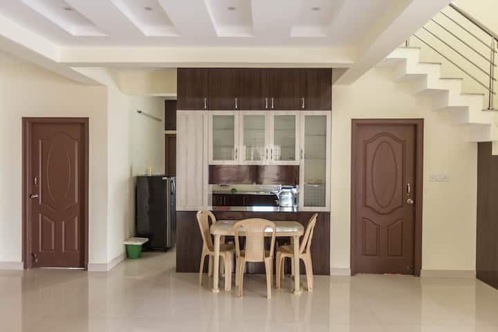 Cozy bedrooms with shared kitchen Close to Sankara