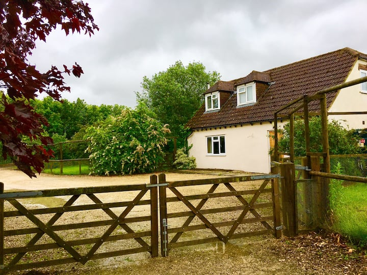Pond House Cottage - a Cotswolds Getaway