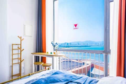喆house:柏林 观海听风巨幕投影loft/4.5米落地窗看海/楼下九龙湾公园赶海/近客运港码头