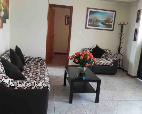 Lovely apartment in Quito north including car park