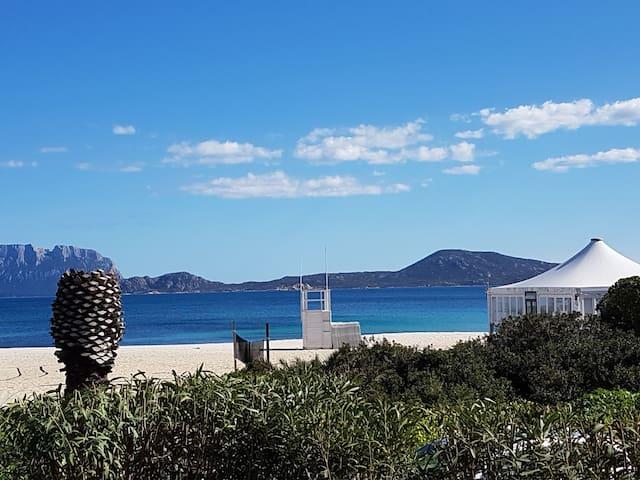 Villa spaziosa vista mare 10mt davanti la spiaggia
