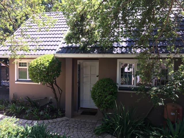 Private garden cottage in Rivonia, Sandton