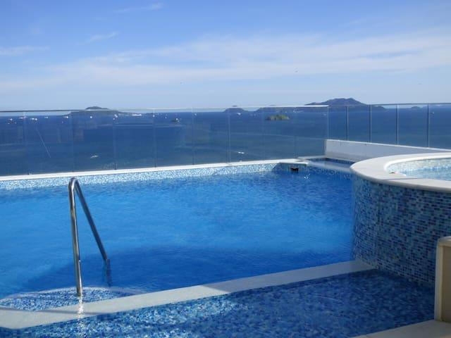Luxurious 3 Bedroom Penthouse 24o - Playa Bonita