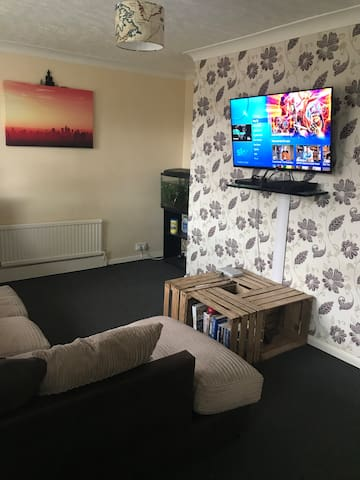 Double bed in a semi detached house in Shirebrook