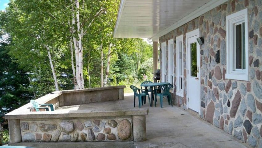 Cottage for rent in beautiful lake