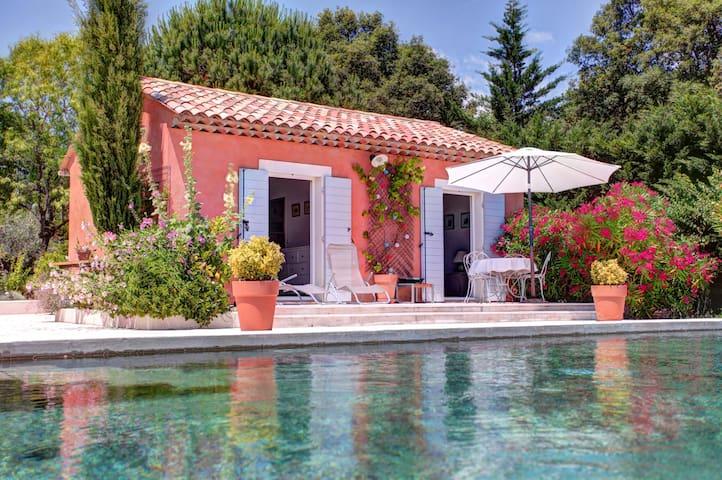 Mazet dans propriété avec piscine