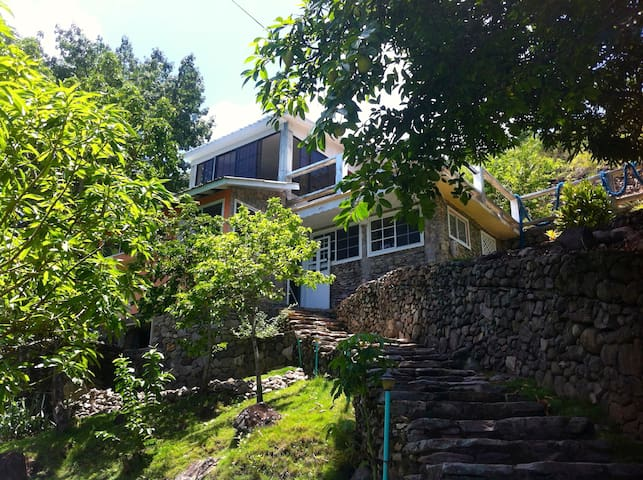 Casa con fantastica vista al mar - providencia - Huis