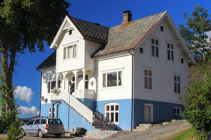 Dyrkorn close 2 Ålesund & Geiranger - Dyrkorn