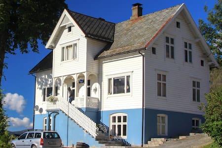 Dyrkorn, Geiranger, Ålesund Downst, - Dyrkorn