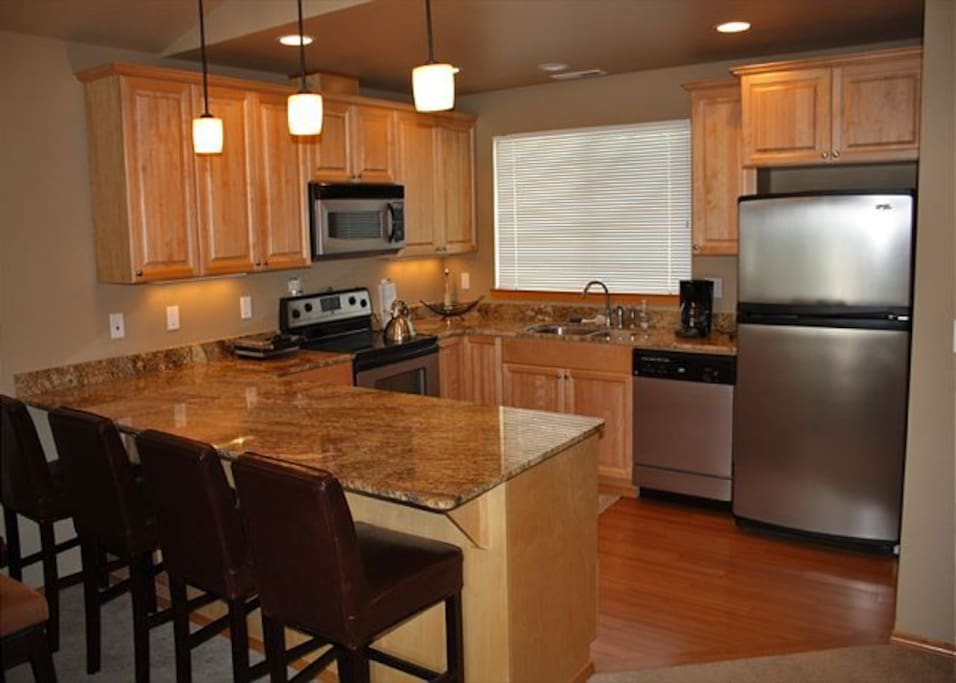 Modern,fully equipped kitchen with granite countertops