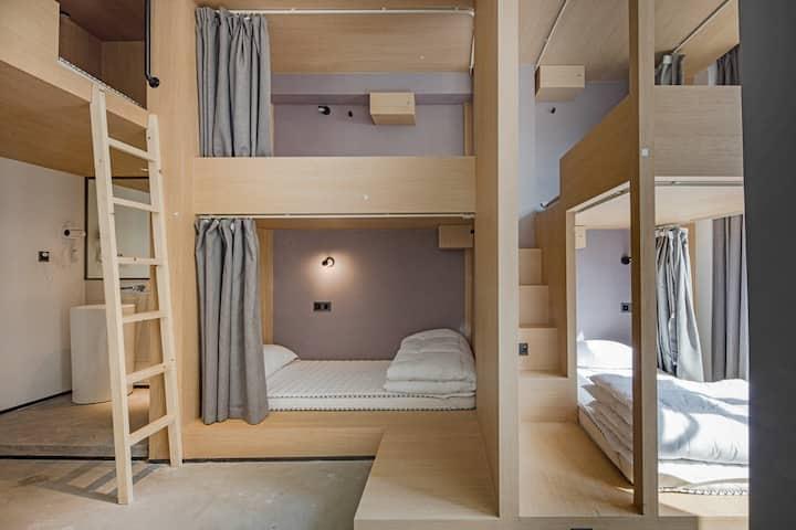 【近未来】美术馆里的旅舍|精酿酒馆&城市天台|近太古里|五人间一个女生床位