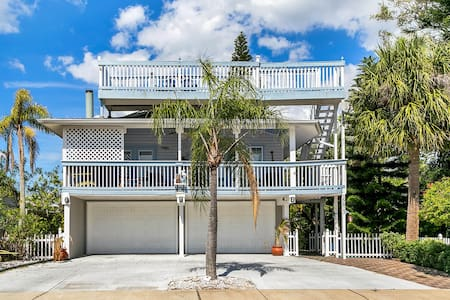 5-Star, Key West-Style Beach House - Redington Beach - Haus