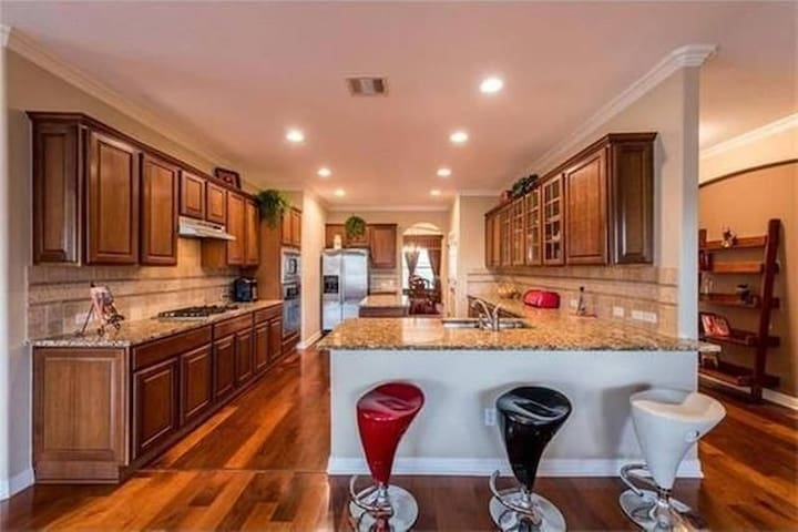 Private room with Bathroom in South Austin