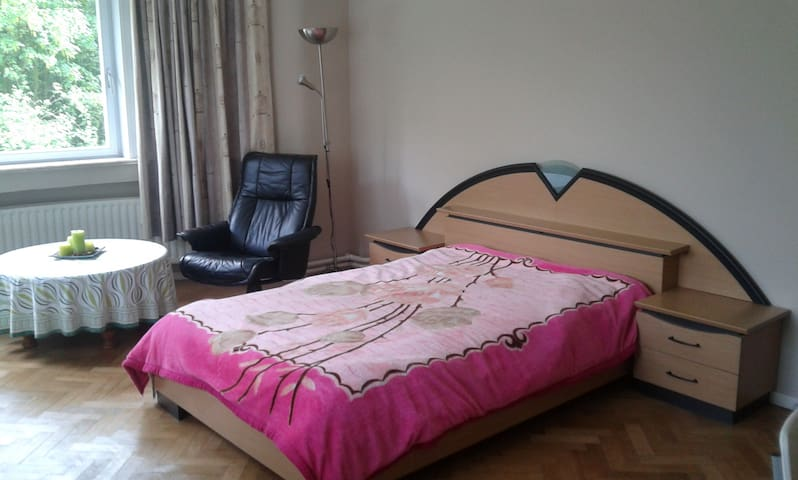 Room (3-5p) near Tomorrowland - Ruisbroek - Villa