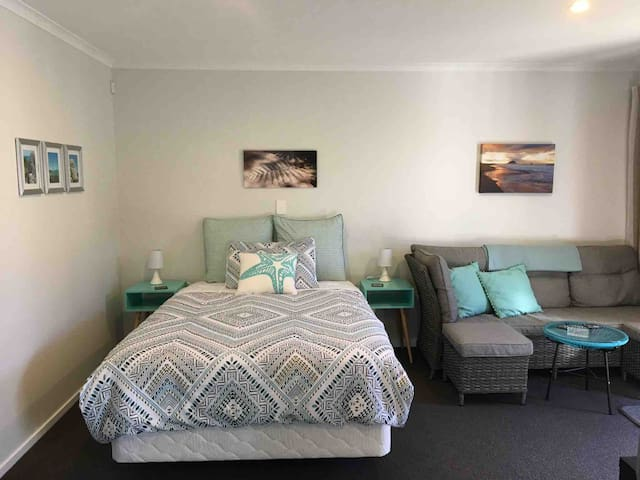 Relax at Nel's Place Papamoa Single or Double Rate