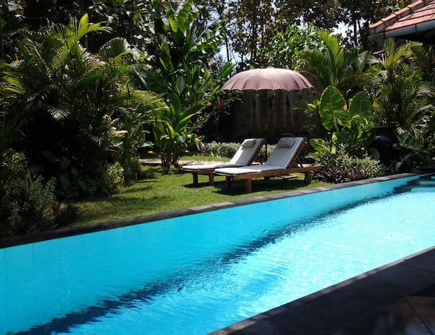 Private Garden Villa with pool - close to Lovina - Buleleng - Casa de campo