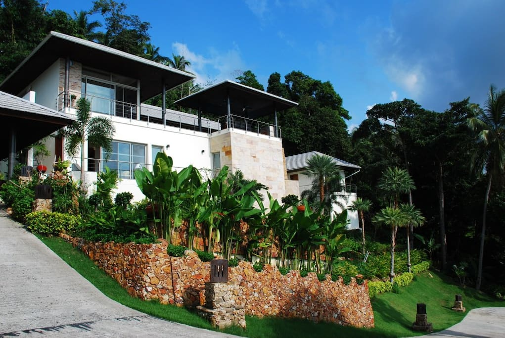 El Cid 4 bedroom luxury villa with amazing ocean views, tropical gardensstunning pool and privacy