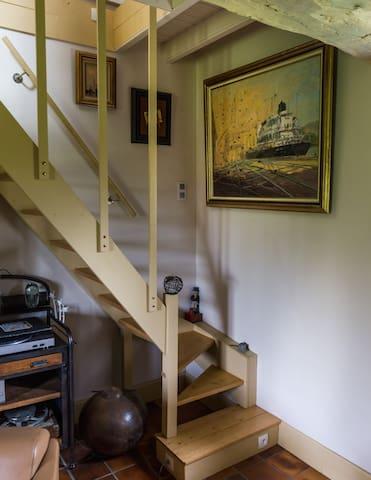Escalier d'accès à l'espace privatif