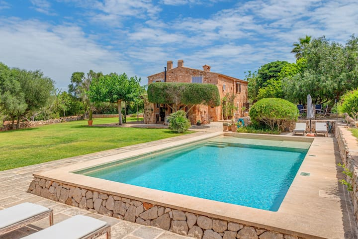 Mediterranean country house with Wi-Fi, Pool and Garden