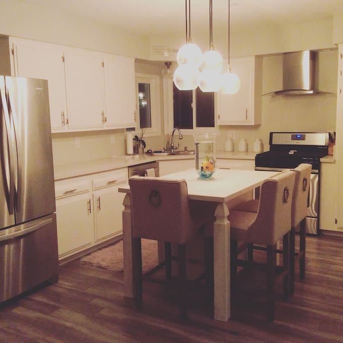 Kitchen with full amenities. Extra seating at island.