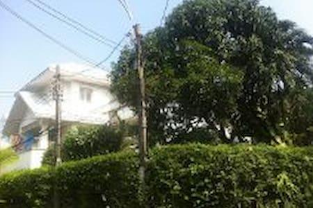 Cozy Home in Lush Garden - Muang