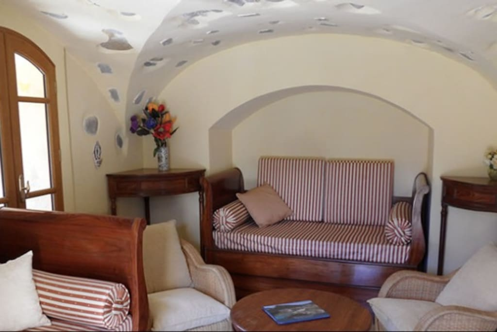 Cosy relaxation under the impressive vaulted ceiling of what was historically the Chateau chapel.