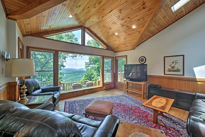 'A Scenic View Lodge' in Ozarks w/ Views & Hot Tub