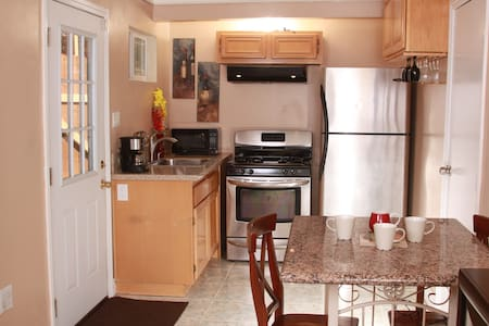 Duplex style cozy unit entirely private for you. - Carson - House